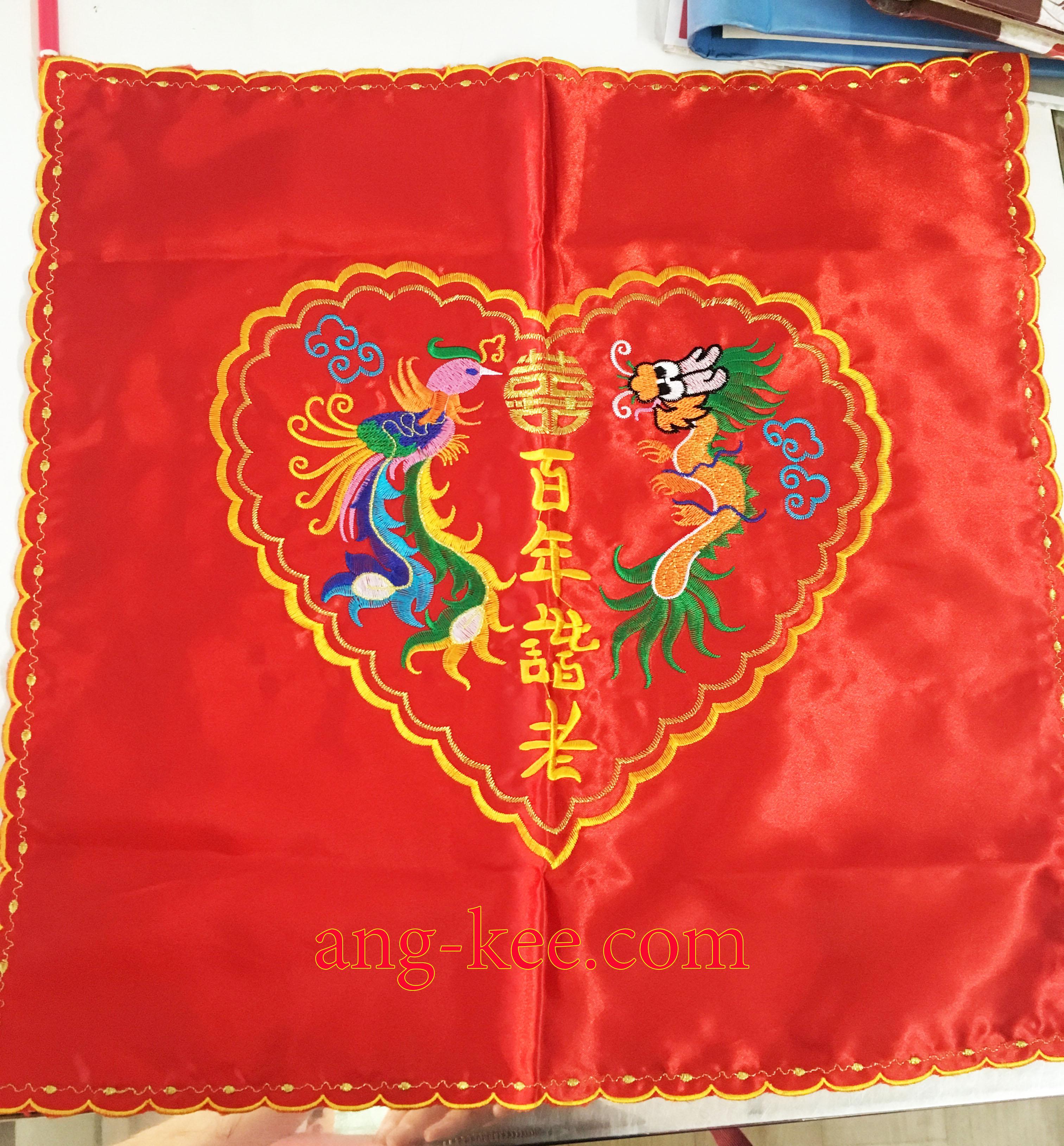 ผ้ารองพานสินสอดของฝ่ายชายมีลายหงษ์มังกรซังฮี่ใช้สำหรับพิธีหมั้นยกน้ำชาแบบจีน